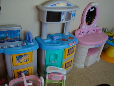 Various vanity and kitchen toy set ups