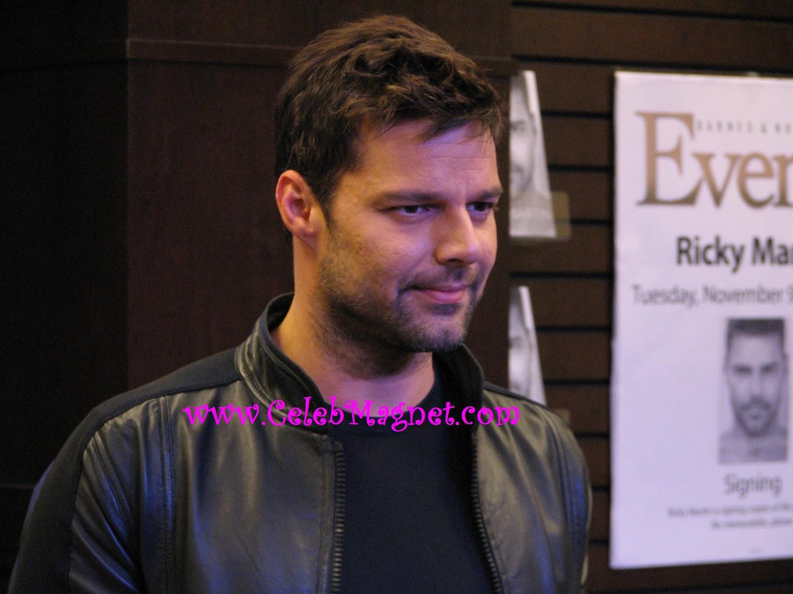 http://4.bp.blogspot.com/_LQQ5FS2UDbY/TNpGeUcmEgI/AAAAAAAACx0/Eu0CMchEMSI/s1600/Ricky+Martin+Book+Signing+Grove+7.jpg