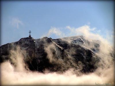 Crucea Eroilor Caraiman Heroes Cross on Caraiman Peak