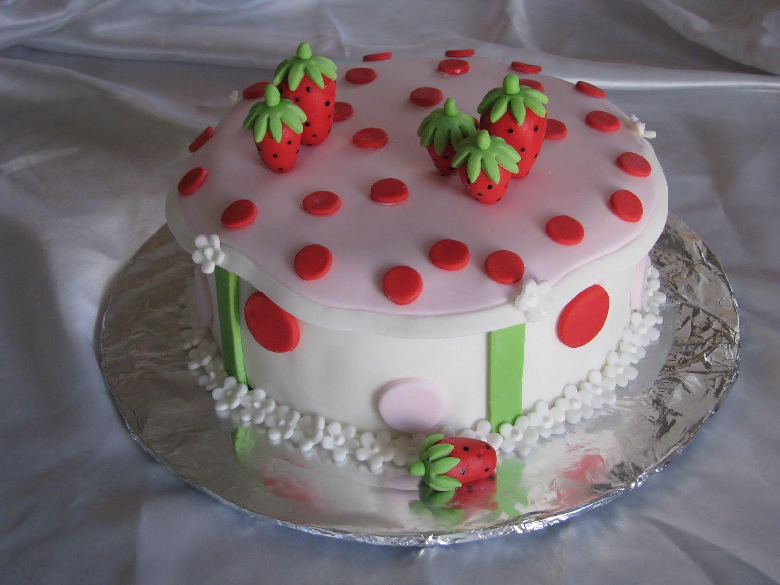 ... strawberry shortcake cake strawberry shortcake herself strawberry was