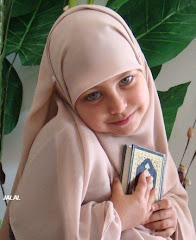 Litle girl with holy Qur&#39;an