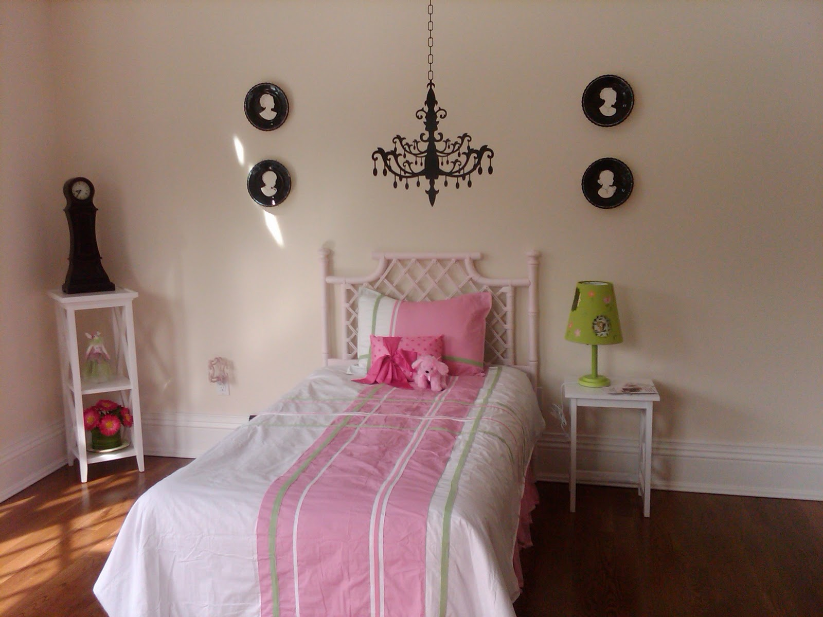 Beautiful staged homes february 2011 - Girls room pic ...