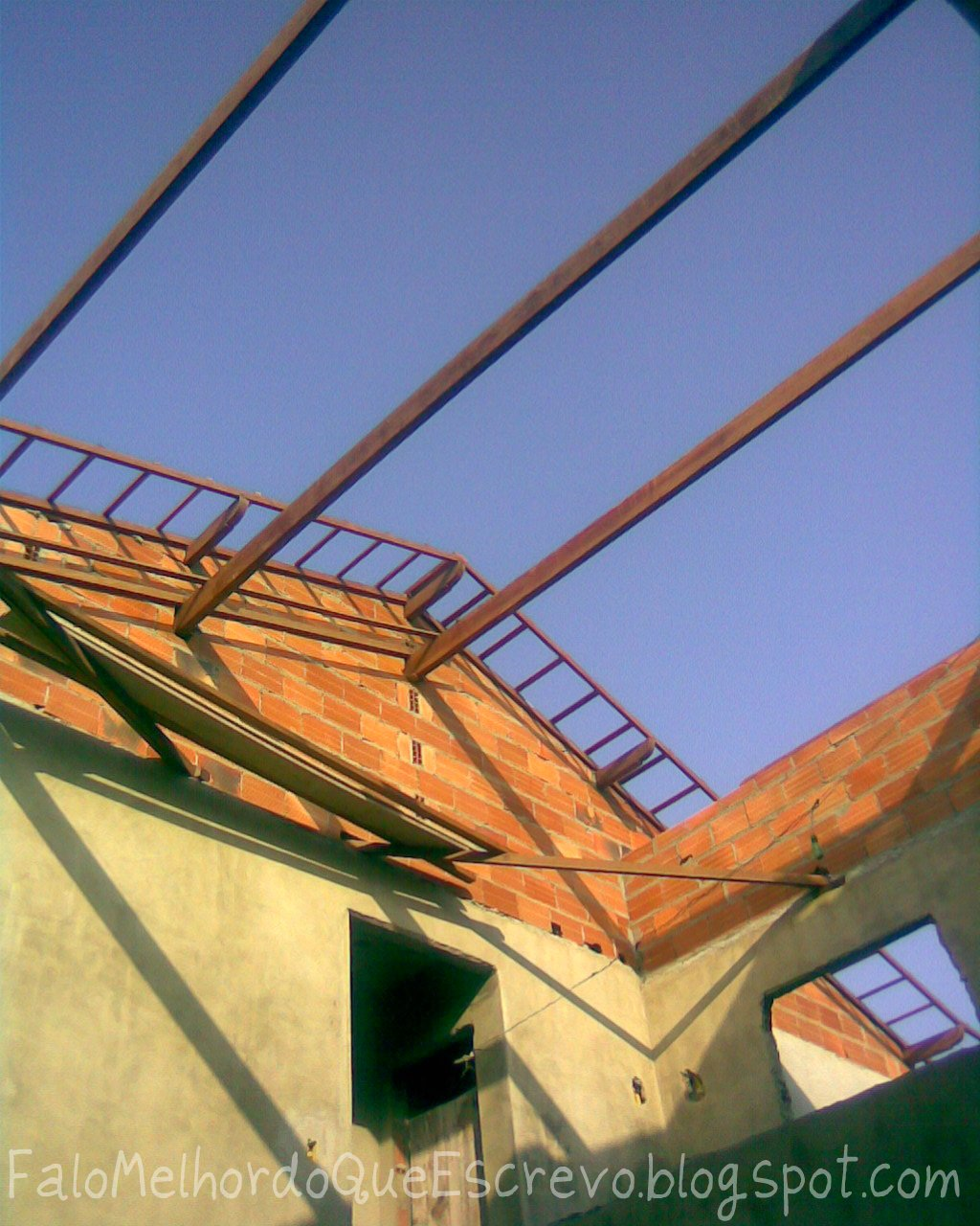 Falo melhor do que escrevo: O telhado #A65C25 1024x1280