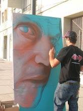 su amigo BELIN realizando un retrato de paco el dia de la exposicion individual