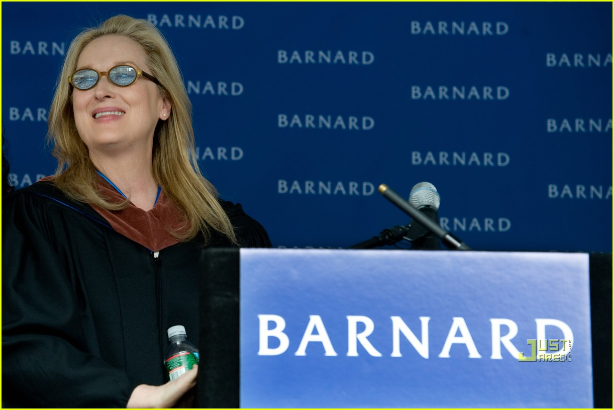 http://4.bp.blogspot.com/_LVFBdg3LiDs/S_QIlkGr8PI/AAAAAAAACH0/wK_EynfQUJs/s1600/meryl-streep-barnard-college-college-commencement-02.jpg