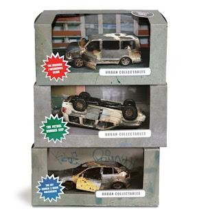 juguetes de coches quemados