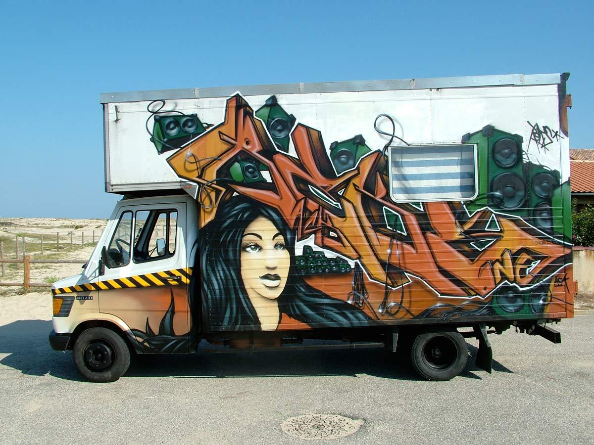 http://4.bp.blogspot.com/_LYNVGEXliZ4/TSbpUnS180I/AAAAAAAAA28/eZnFifERXSU/s1600/Graffiti+Characters+Girls+on+Cars.jpg
