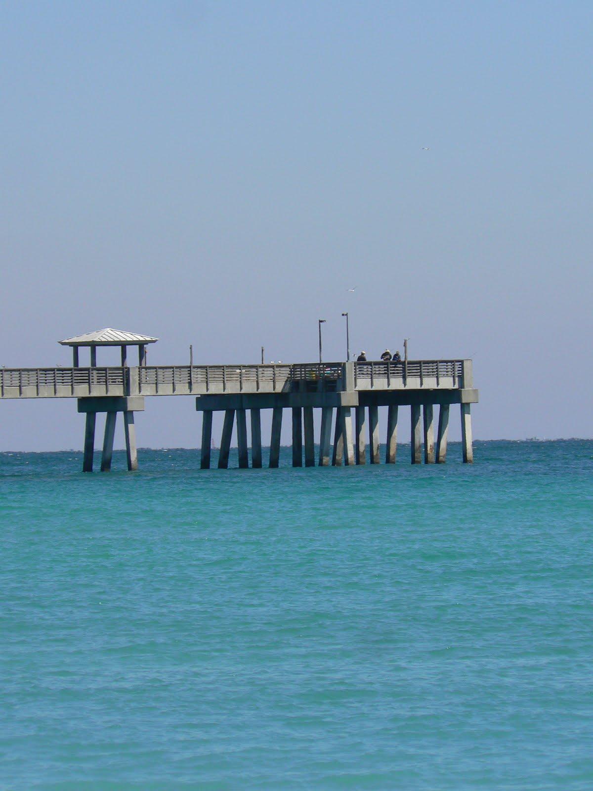 Florida free frugal dania fishing pier dania beach for Miami fishing piers