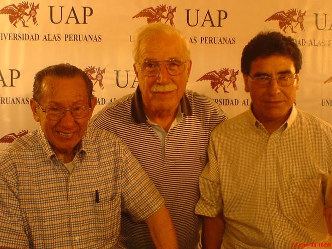 Joan Guimaray con el escritor Enrique Zavaleta y el Jurista Roberto McLean
