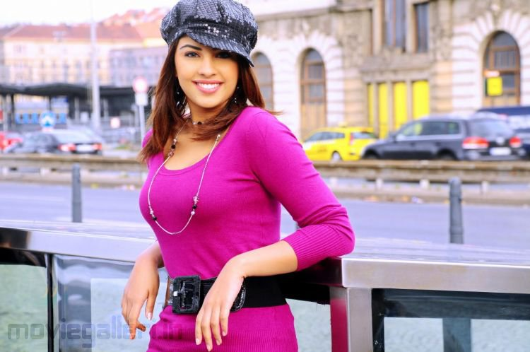 Richa Gangopadhyay Hot Mirapakaya Movie Stills