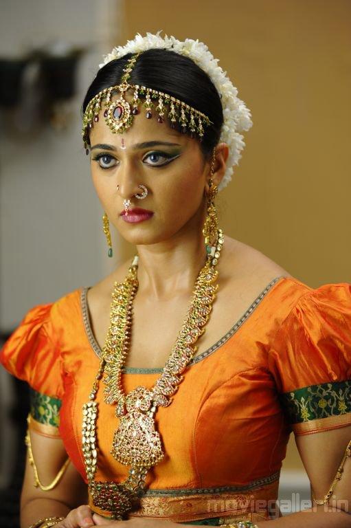 Anushka Hot In Nagavalli Movie Stills Nagavalli Anushka Shetty Photos