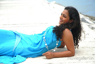 nithya_menon_hot_wallpapers_02.jpg (1280×857)