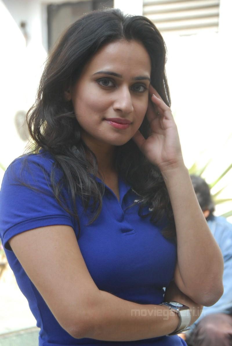 Actress Simrat Kaur Cute Stills - Telugu Actress Gallery