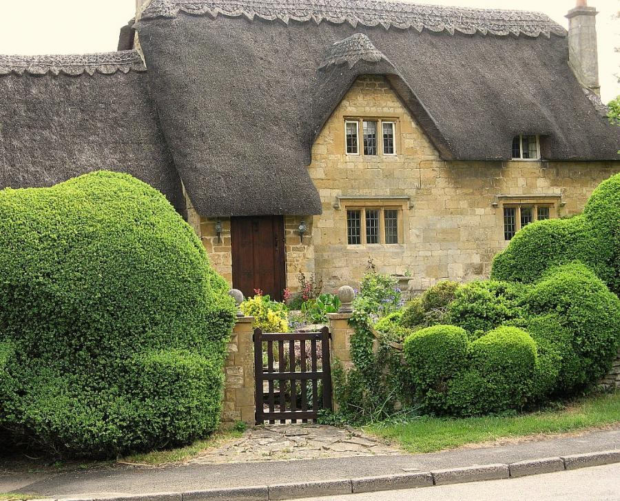 Cottage In The Cotswolds Thatched Roof Beauty