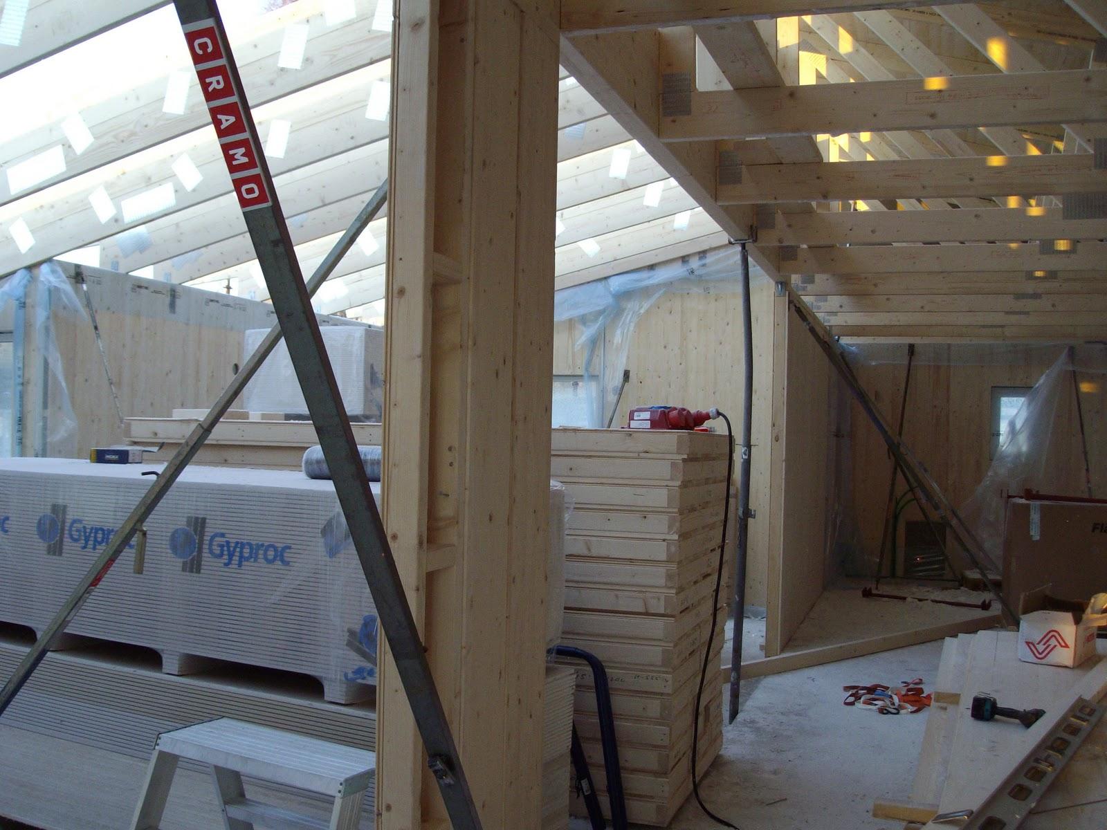 Från järnvägsundergång till flahult: byggdag 3, råspont på taket ...
