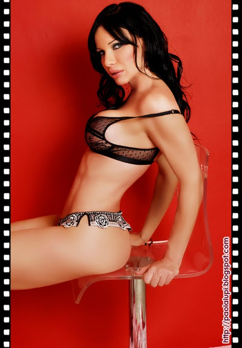 hot nude ebony babe bent over