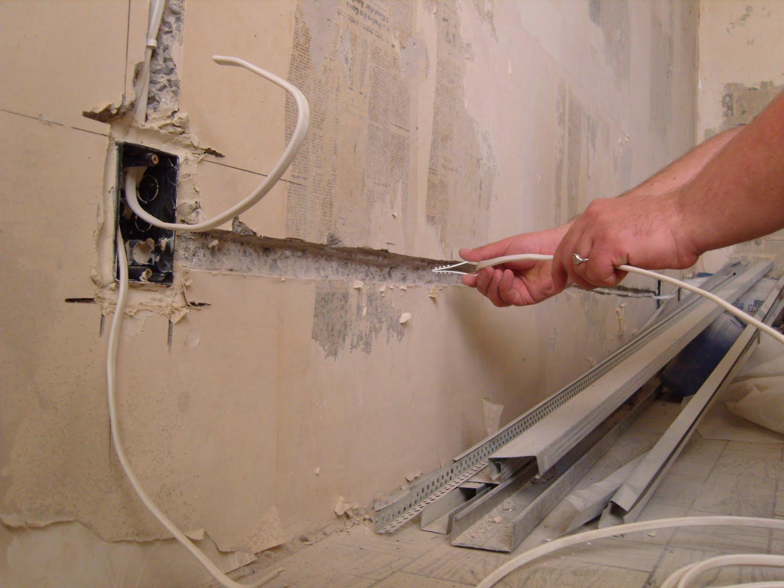 У підвалі однієї з хмельницьких багатоповерхівок затримали викрадача кабелю