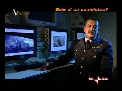 Il Colonnello De Simone parla di scie condensa stratosferiche. Fenomeno impossibile.
