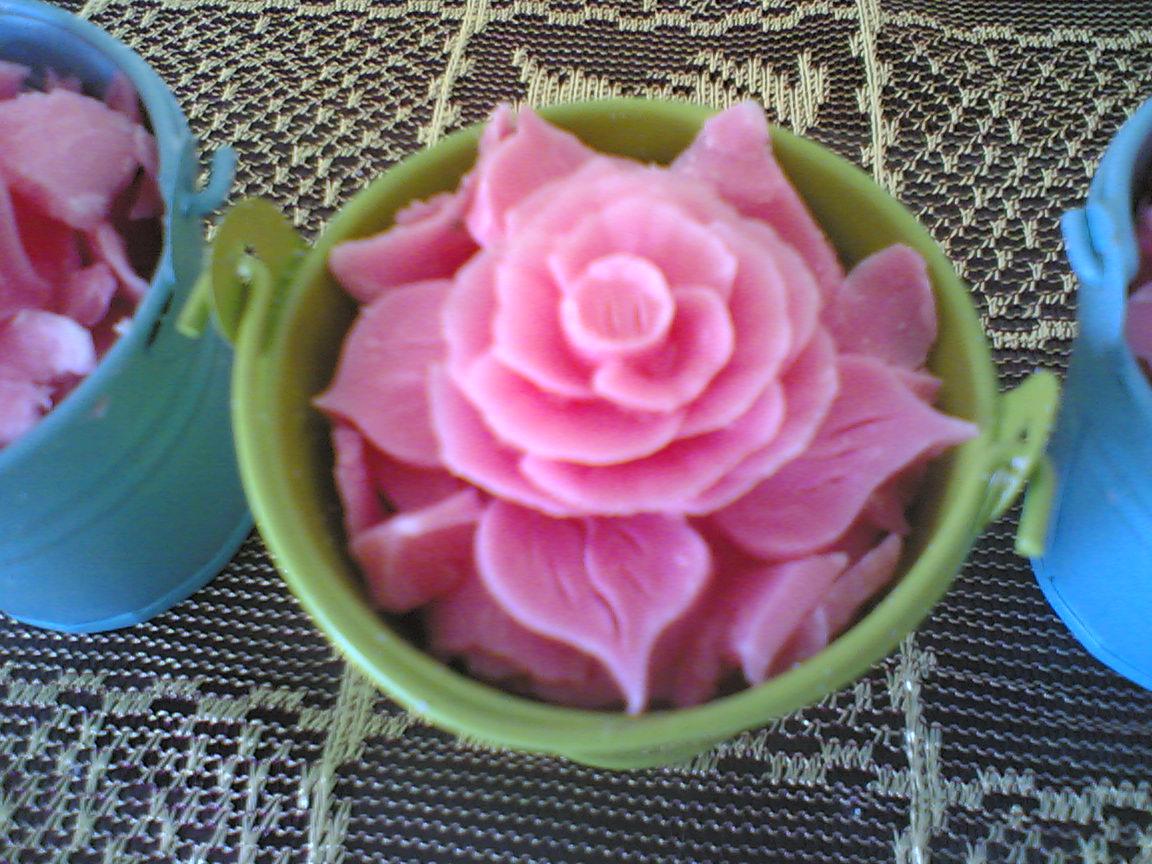 sample 2 : Ukiran bunga dalam mini bucket