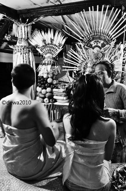 Dokumentasi Metatah (Bali tooth-filing Ceremony) (: