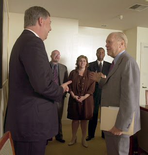 President Gerald R. Ford (right) meets with members of The Desert Sun editorial board in May 2002. From left are Robert J. Dickey, Gary L. West, Sherri Mauer and Al Edwards. Photo by Ricardo Rolon/The Desert Sun