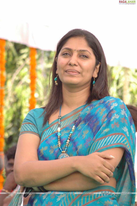Telugu Sexy TV Actress Anchor Jahnavi Photos