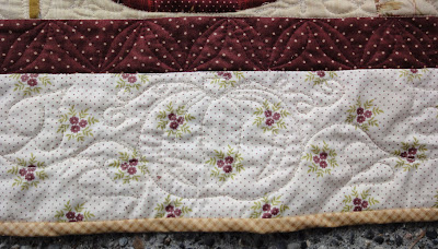 Autumn House border quilting detail