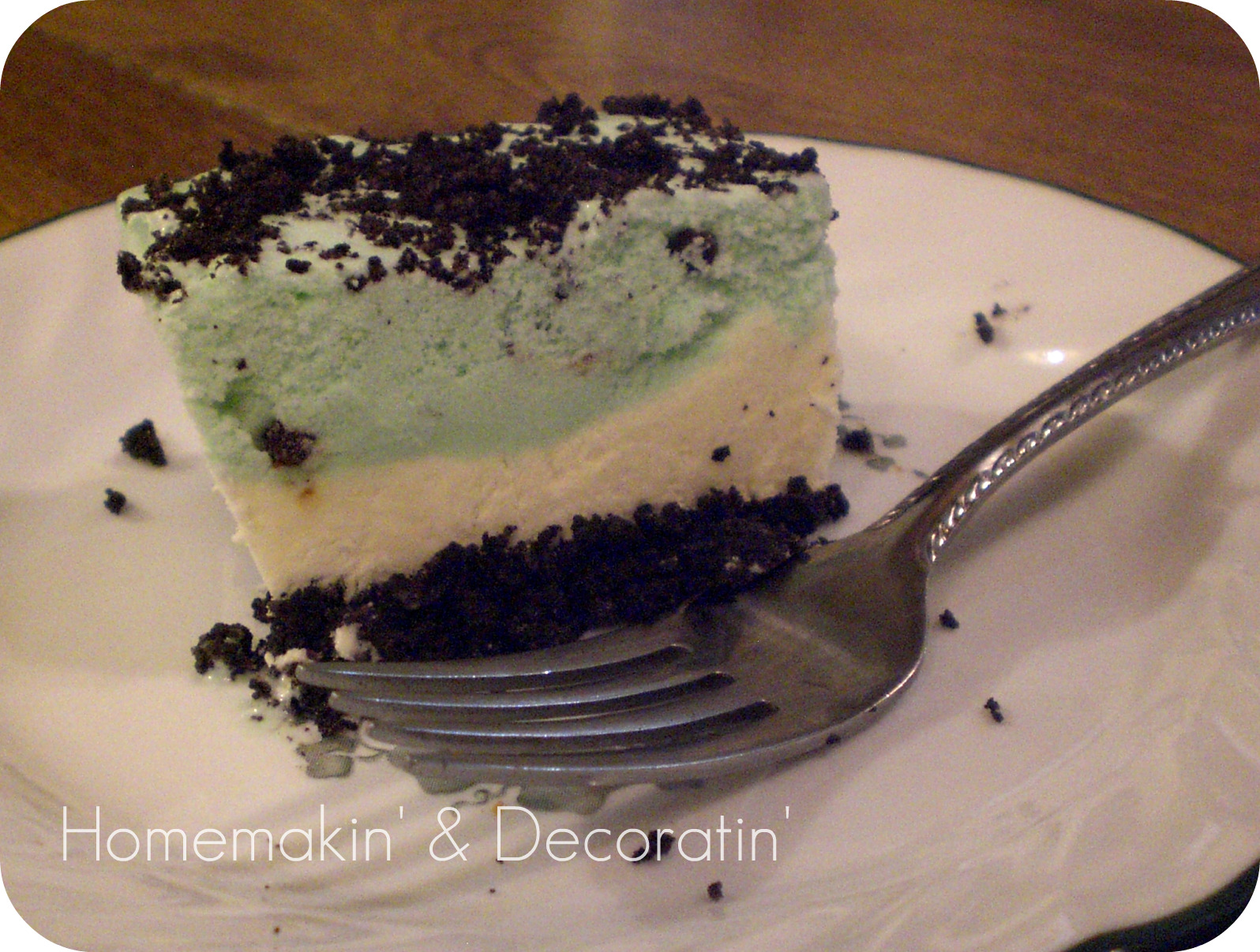 Homemakin and Decoratin: Oreo mint ice cream cake!