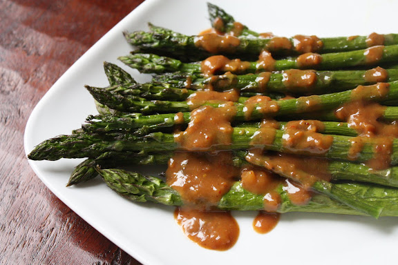 roasted asparagus with peanut sauce