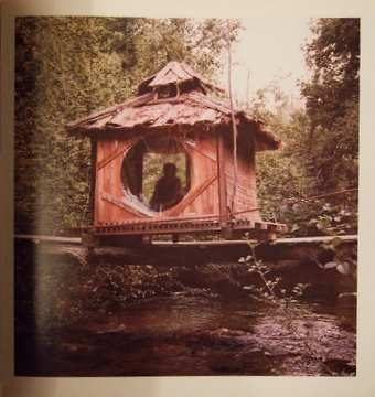 Le fl neur handmade houses a guide to the woodbutcher 39 s art - The hideout in the woods an artists dream ...