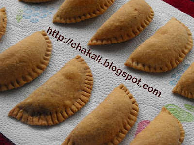 Bake karanji, bake kelelya karanjya, dry fruit karanji, gujia, gujiya, Diwali maharashtrian karanji, diwali faral