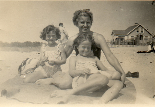 [Mom,+Bev+&+Bunny+on+Beach640]