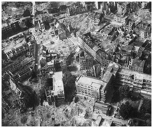History in images pictures of war history ww2 amazing for Cities destroyed in ww2