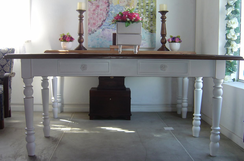 estes modelos de mesas de jantar no estilo provençal são em madeira #644746 1240x820