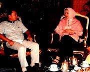 Marissa Haque Istri Ikang Fawzi bersama Menhut RI Zulkiefli Hasan