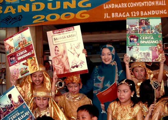 "Buku Kedua Marissa Haque, ""Bahasa Kasih"", Alumni Pasca Sarjana LTBI Unika Atmajaya"