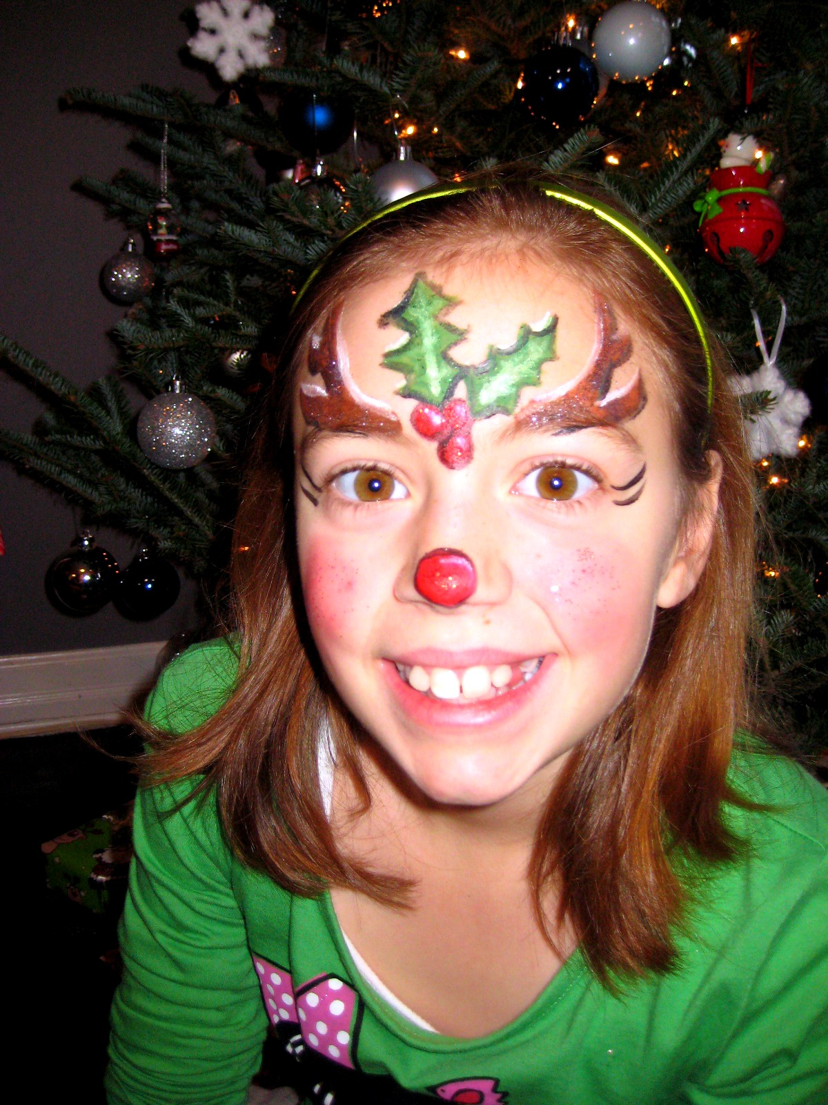 Displaying 20 gt images for reindeer face painting designs