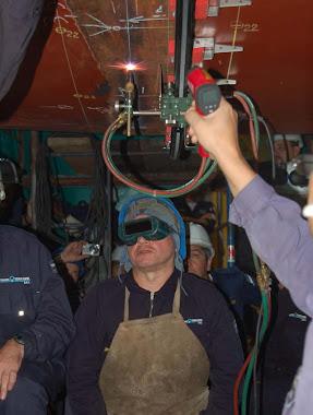 Reparacion de media vida Submarino A.R.A. San Juan. (CORTE DEL CASCO SECCION MAQUINAS)