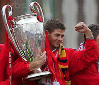 Stevie G with CL trophy