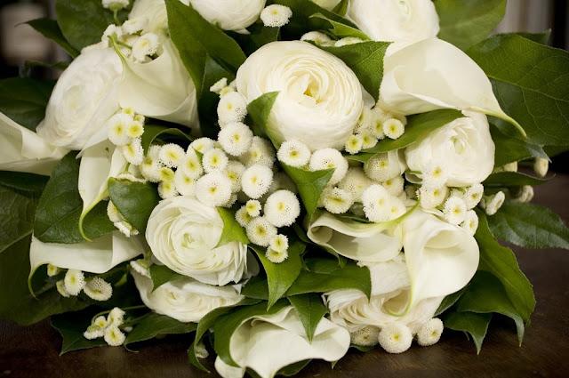 http://4.bp.blogspot.com/_Lundtb3lpD4/SAR-xzK-geI/AAAAAAAADQM/6GmM--a9P_0/s640/wedding-bouquet.jpg