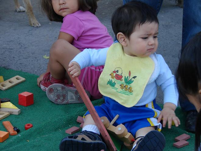 Los juguetes estimulan la imaginación,animan la actividad físicay ayudan a los niños a desplegar ha