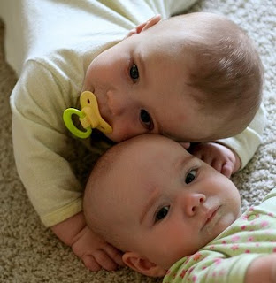 http://4.bp.blogspot.com/_Lv7NnMw2G4U/SrCFuasMCWI/AAAAAAAAAPo/Vofw_-xL7sg/s320/baby+names+10.jpg