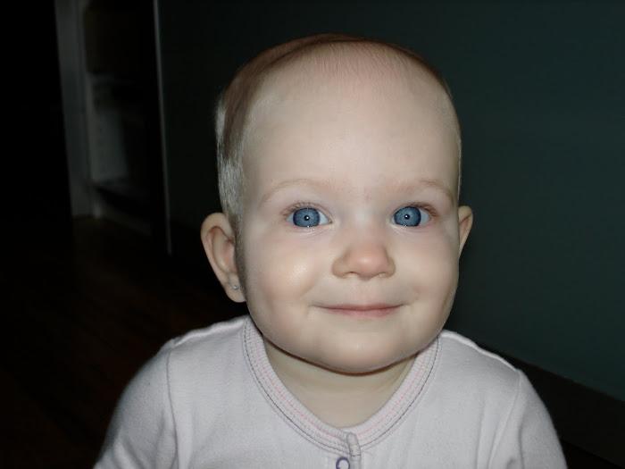 petit sourire coquet à 11 mois