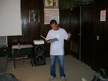 O estudante Luciano Silva participou do lançamento de Cem poetas Sem livros