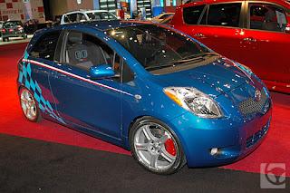 Gambar foto Toyota yaris Sedan modifikasi warna biru