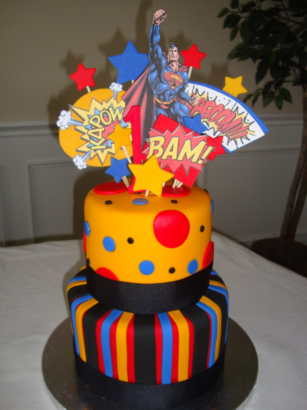 Girly Gatherings: Superman Cake