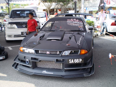Skyline r32 wide body