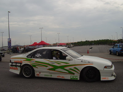 Nissan Cefiro A31 in white