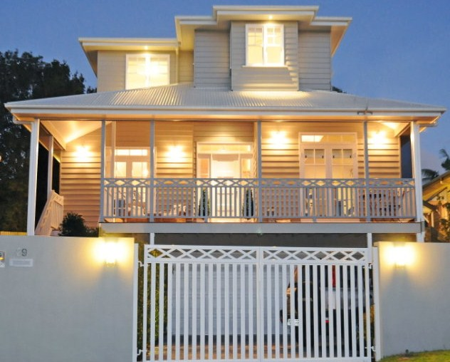 Are good colours for an old queenslander house what do for Queenslander exterior colour schemes