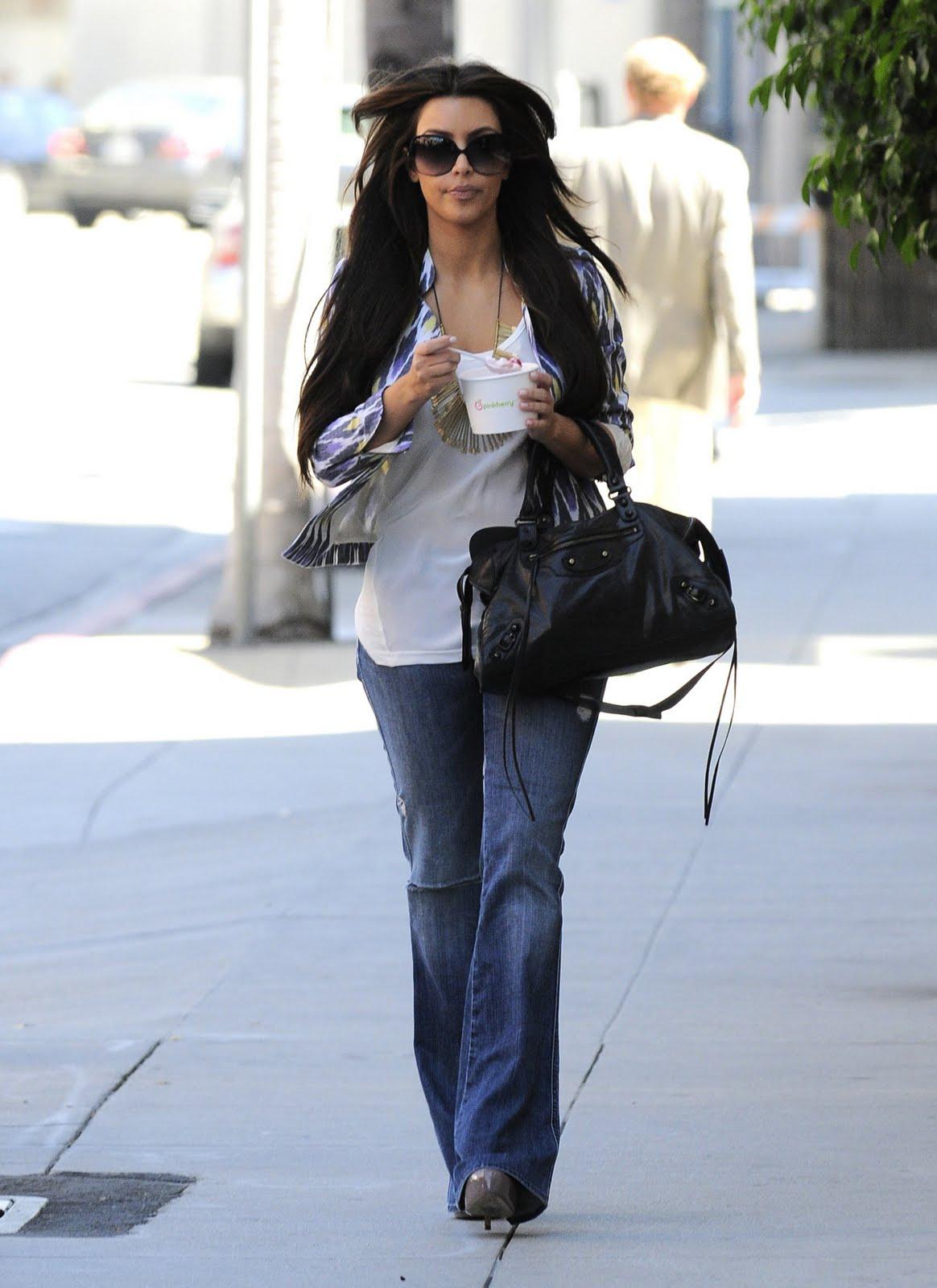 Keeping up with the KARDASHIANS!: Kim Kardashian 2010-09-01 - at her ...